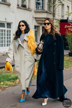 Gilda Ambrosio and Giorgia Tordini earlier than the Loewe trend present. The publish Paris SS 2020 Street Style: Gilda Ambrosio and Giorgia Tordini appeared first on STYLE DU MONDE Star Fashion, Fashion Photo, Paris Fashion, Love Fashion, Winter Fashion, Fashion 2020, Daily Fashion, Street Look, Street Chic