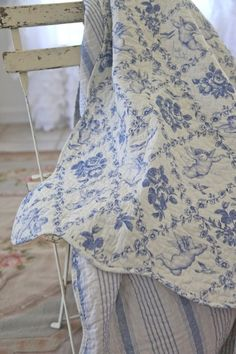 Beautiful blue and white toile quilt....<3....