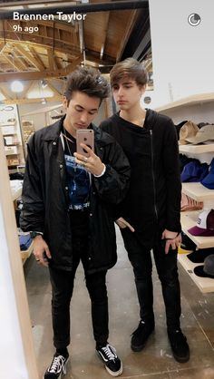 Brennen Taylor and Colby Brock soooo cuteeee Colby Brock, Sam And Colby, Cute Youtubers, Brennen Taylor, Colby Cheese, My Future Boyfriend, Phil Lester, Emo Boys, Trap