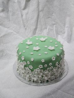 Green Cake. So simple and so easy to do. I did one like this in pink once. definitely a go-to design.