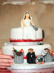 18 Divorce Cakes that are too Amazing to Eat Divorce Party, Divorce Cakes, Funny Wedding Cakes, Pastry Art, Camping Gifts, Celebs, Celebrities, Cupcake Cookies, Creative Gifts