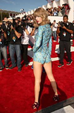 TAYLOR SWIFT at 2014 MTV Video Music Awards