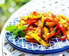 Paprika Salat  peppers salad   Recipe/Rezept: http://bellybuffy.com/koefte-kofta/