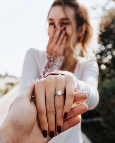 The cutest proposal photos we spotted that'll just make your day! page 22 – ph… The cutest proposal photos we spotted that'll just make your day! page 22 – photos. Engagement Ring Photography, Engagement Photo Poses, Engagement Pictures, Engagement Shoots, Wedding Engagement, Wedding Rings, Wedding Photography, Proposal Photography, Couple Photography