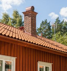 Minienergihus i 1800-talsstil - XNvillan Exterior Paint, Home Fashion, Garage Doors, Cabin, Architecture, House Styles, Outdoor Decor, House Exteriors, Home Decor