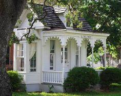 Style Cottage, Cottage Design, Cottage Living, Cozy Cottage, Cottage Homes, White Cottage, Cottage Porch, House Porch, Cottage Curtains