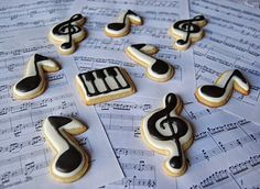 Galletas Notas musicales y Clave de Sol. Decoradas con glasa real. Musical notes and Treble Clef cookies. Royal icing decorated.