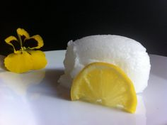 Lemon sorbet with Thermomix, it will end your meal on a tangy note that will delight your taste buds. Lemon Sorbet, Thermomix Desserts, Lemon Recipes, Food And Drink, Gluten, Ice Cream, Cooking, Breakfast, Healthy