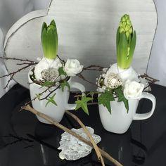 Easter Table Decorations, Christmas Decorations, Front Garden Entrance, Spring Decoration, Diy Osterschmuck, Flower Art Images, Diy Ostern, Different Holidays, Deco Floral