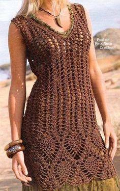 Para hacer éste vestido necesitan MATERIALES 700 grs aprox. (según el talle) de algodón de grosor medio. Aguja de crochet N° 4  o  N° 4,5 PUNTO EMPLEADO Vareta. Cadena Medio punto. Punto piña .LA ESPALDA ES IGUAL A LA DELANTERA Comenzar tejiendo desde arriba (desde el bretel) Tejer dos partes en forma de espejo, con los aumentos como nos muestra el gráfico. Una vez que llegamos a la altura del escote ( J menos 4 cms), unificar y…