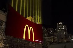 McDonald's Guerrilla Marketing Campaign: Leo Burnett Chicago used ten light beams, the lights can be seen. Great guerrilla ads example of McDonalds Street Marketing, Guerilla Marketing, Creative Advertising, Out Of Home Advertising, Marketing And Advertising, Advertising Ideas, Marketing Ideas, Advertising Campaign, Funny Advertising