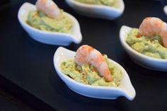 <p>Pour épater vos convives à l'apéro, testez cette recette de mousse d'avocat au mascarpone et aux crevettes, très rapide à préparer. Vous pouvez la réaliser dans des verrines ou dans d'autres contenants plus originaux. Laissez libre cours à votre imagination !</p>