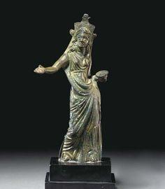 Statuina in bronzo di sacerdotessa etrusca.