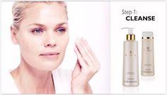 Ihonhoitorutiinin vaihe 1: Puhdista NovAge puhdistusemulsio poistaa tehokkaasti meikin sekä epäpuhtaudet ja jättää ihon raikkaaksi ja sametinpehmeäksi.  NovAge Skin Softening -kasvovesi on raikas ja geelimäinen ja se sisältää HydraPlus -tekniikkaa. Poistaa iholta loputkin epäpuhtauksien rippeet. Iho tuntuu puhtaalta, pehmeältä, sileältä ja heleältä. Molemmat tuotteet ovat 200 ml ja kevyesti tuoksutettuja.