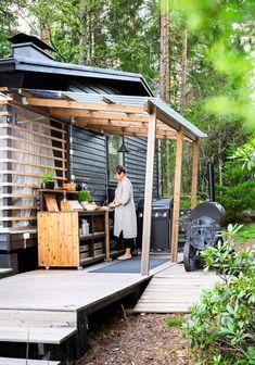 Outdoor Sinks, Outdoor Balcony, Small Cabin Interiors, Build Outdoor Kitchen, Modern Farmhouse Design, Farmhouse Garden, Outside Living, Forest House, Rustic Gardens