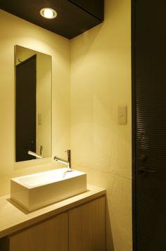 Beauty salon interior design ideas |  + toilet + mirror + space + decor + Japan + designs  + orange | Follow us on https://www.facebook.com/TracksGroup <<<【MANO ∞ HINATA トイレ】 美容室 内装