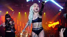 Lady Gaga si fa vomitare addosso al SXSW - il video