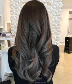 Photo by: fanola_usa (Instagram) Formula: 7.1 + 8.11 + Silver intensifier + 10vol roots to Mids 10.11 + silver intensifier + 10 mods to ends