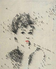 Audrey Hepburn gemaakt van 'menselijke pixels'.