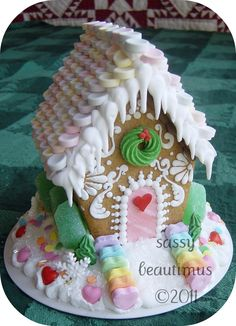 Christmas - Christmas Treats - Gingerbread house with dripping icicles Gingerbread House Parties, Christmas Gingerbread House, Noel Christmas, Christmas Goodies, Gingerbread Man, Christmas Treats, Christmas Baking, All Things Christmas, Christmas Decorations