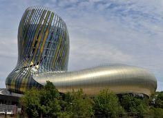 """Bordeaux : la Cité du Vin - """"Cep noueux de la vigne"""" pour certains, """"remous de la Garonne"""" pour d'autres, """"robe en mouvement"""" pour ses créateurs..."""
