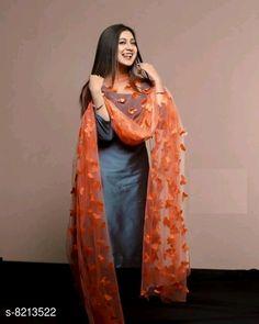 Pakistani Dresses Casual, Indian Fashion Dresses, Dress Indian Style, Pakistani Dress Design, Punjabi Fashion, Indian Outfits, Patiala Suit Designs, Kurta Designs Women, Kurti Designs Party Wear