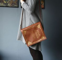 Sac en cuir marron livre bourse de cuir Book par krukrustudio