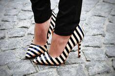 Work the black & white trend in striped heels. Moda Fashion, Fashion Shoes, Womens Fashion, Style Fashion, Girl Fashion, Crazy Shoes, Me Too Shoes, Hot Shoes, Black Shoes