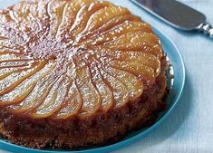 Caramelized Pear Upside-Down Cake Recipe (Fine Cooking) This cake is delicious warm or at room temperature. No Bake Desserts, Just Desserts, Delicious Desserts, Baking Desserts, Desserts With Pears, Sweet Recipes, Cake Recipes, Fresh Pear Recipes, Plated Desserts