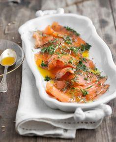 Il gravad lax è uno dei piatti che non possono mancare sulla mia tavola di capodanno. Di solito lo prepara la mia amica Anna, quando lo faccio io, questa è la ricetta. Usate salmone norvegese, fresco e saporito, farà davvero la differenza, e aneto appena raccolto (o quasi!).