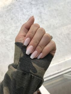 The advantage of the gel is that it allows you to enjoy your French manicure for a long time. There are four different ways to make a French manicure on gel nails. Cute Acrylic Nails, Cute Nails, Pretty Nails, Acrylic Nail Shapes, Manicures, Gel Nails, Nail Polish, Dark Nails, Nail Nail