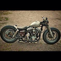 "Custom Harley-Davidson FLH ""Shovelhead""   Wassel ""Peanut"" gas tank   16"" wheels   Solo seat   Aftermarket flat rear mudguard"
