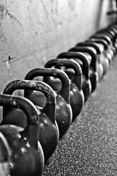 Great Fitness Ideas That Get You Into Shape. Having a higher level of fitness is a fantastic goal to have. Getting fit probably seems like a monumental undertaking, especially if you are starting from Crossfit Photography, Fitness Photography, College Workout, College Fitness, Sport Studio, Gym Photos, Kettlebell Training, Workout Kettlebell, Fitness Photoshoot