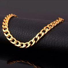 Ce bracelet en maille cubaine vous sublimera.