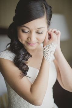 Soft and gorgeous makeup: http://www.stylemepretty.com/canada-weddings/ontario/toronto/2015/03/10/romantic-toronto-wedding/ | Photography: Elizabeth In Love - http://elizabethinlove.com/