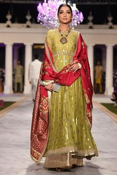 Shadi Dresses, Indian Dresses, Indian Outfits, Latest Wedding Dresses Indian, Kurta Designs, Mehndi Dress, Party Kleidung, Hippy Chic, Indian Designer Suits