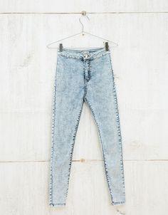 Jegging high waist. Descubre ésta y muchas otras prendas en Bershka con nuevos productos cada semana