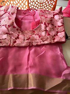 Kind of blouse with Red plain saree Saree Blouse Patterns, Saree Blouse Designs, Dress Patterns, Beautiful Blouses, Beautiful Saree, Saree Styles, Blouse Styles, Saree Dress, Sari Blouse