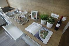 Rekonstrukce bytu v Brně. Inspirace na vybavení kuchyně. #homedesign #kitchen #modernkitchen #decoration #homedecoration Bath Caddy