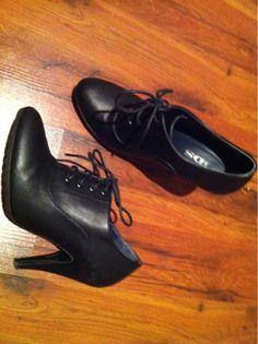 Wunderhübsche Schnürpumps High-Heels - nur einmal getragen