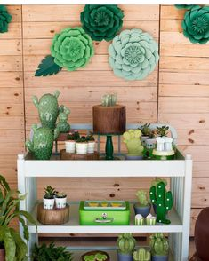 Cactus Decoration Ideas That You Can Try In Your Home 07 Birthday Surprise Kids, First Birthday Parties, Birthday Party Decorations, Decoration Plante, Cactus Decor, Mexican Party, Cactus Y Suculentas, Fiesta Party, Porch Decorating