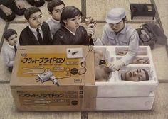 已逝的日本超現實畫家石田徹也去世時年僅 31 歲,不過我相信他的作品絕對會一直流傳下去!他的作品手法細膩,細節生動,充滿了無奈、幽默...
