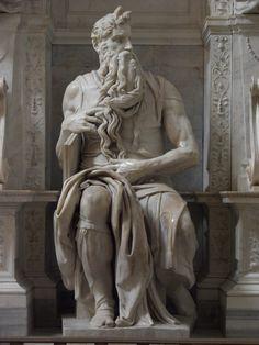 """Michelangelo – sua famosa escultura representando Moisés, hoje exposta no Vaticano, está ornada com dois belos corninhos. Tudo porque Jerônimo tropeçou na palavra hebraica karan, que pode significar tanto """"chifre"""" quanto """"raio de luz"""". Erros na tradução da Bíblia para o latim causaram essa dualidade de significados em algumas passagens"""