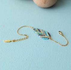 Le produit Bracelet plume tissé en perles de verre Miyuki est vendu par My-French-Touch dans notre boutique Tictail.  Tictail vous permet de créer gratuitement en ligne un shop de toute beauté sur tictail.com