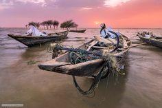 End of the day, sunset over the White Nile نهاية اليوم، غروب فوق النيل الأبيض،…