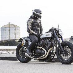 Yamaha Bolt by Moto di Ferro Scooter Motorcycle, Moto Bike, Cafe Racer Motorcycle, Motorcycle Outfit, Motorcycle Design, Motorcycle Helmets, Cafe Racer Helmet, Cafe Racer Girl, Cafe Racer Bikes