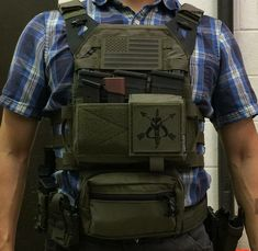 Crye Precision JPC with Spiritus Systems Micro Fight Chest Rig attached to the front and SACK Pouch hanging below for added… Tactical Wall, Tactical Armor, Tactical Survival, Police Gear, Military Gear, Plate Carrier Setup, Chest Rig, Special Forces Gear, Tactical Uniforms