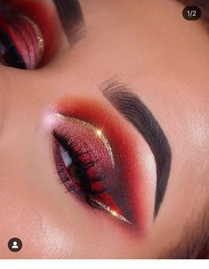 Sparkling Holiday Eye Makeup Ideas With Glitter You Should Try; Holiday Makeup Looks; Holiday Makeup Looks, Makeup Eye Looks, Christmas Makeup, Cute Makeup, Christmas Glitter, Christmas Christmas, Best Eyeshadow, Eyeshadow Makeup, Eyeliner
