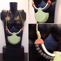 Collares originales y con estilo. Collar Cleopatra, de madera pintado en tonos negros, blancos, rojos y verdes. #Aralart #Denda #Tienda #Collar #Original #Cleopatra #Egipto #Necklace #Egypt #Madera #Wood #Wooden #Tolosa #Tolosandco