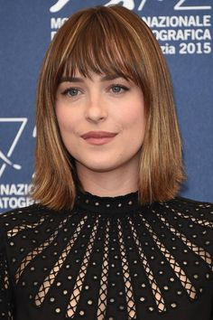 Why Dakota Johnson is now officially our go-to girl for beauty and hair inspo Hairstyles With Bangs, Pretty Hairstyles, Summer Hairstyles, Bob Hairstyle, Hair Inspo, Hair Inspiration, Medium Hair Styles, Short Hair Styles, Corte Y Color